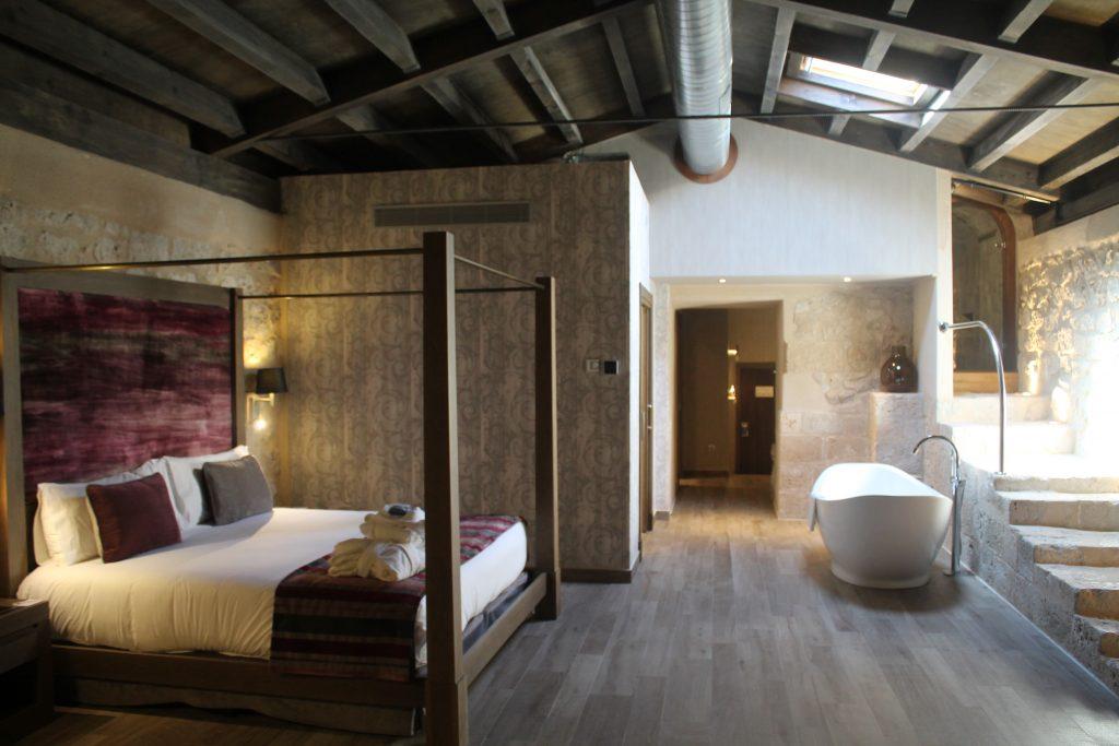 Suite del Hotel Castilla Termal Monasterio Valbuena
