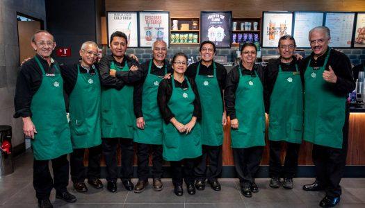 Starbucks abre un local atendido por mayores de 60 años